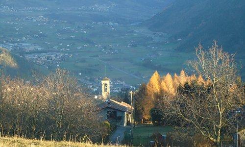 Dalla chiesetta , l' altopiano di Clusone