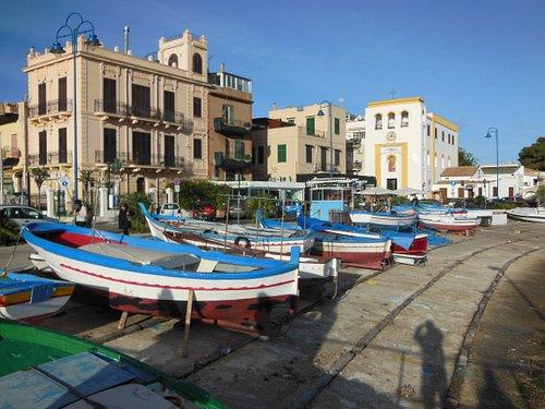 Barche davanti alla piazza