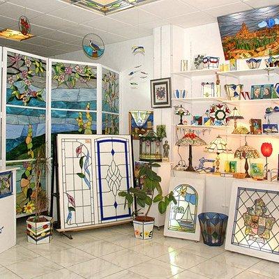 """Interior de la tienda """"Vidrieras y artesania Art-Decó"""""""