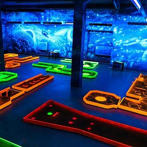 Grab a cold beer and play unlimited cosmic minigolf together with your alien-friends!