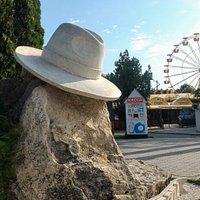 Памятник Белой шляпе, Анапа.
