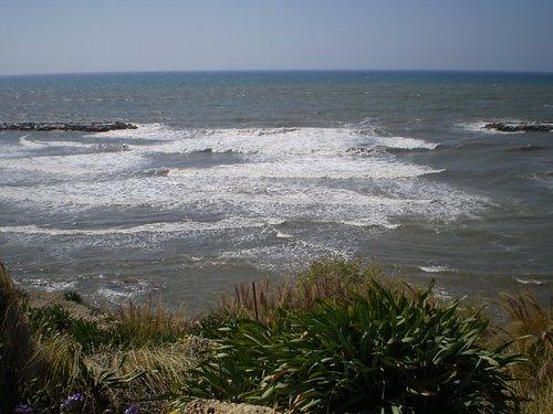 vista hacia el mar desde el parque