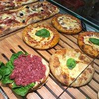 Padellino e pizza alla salsiccia di bra