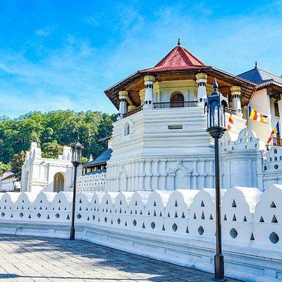 Temple-Tooth-Kandy-Sri-Lanka - Saffron Sri Lanka Travels & Tours