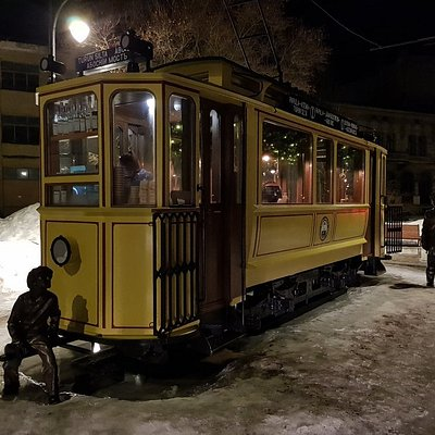 Трамвай снаружи и внутри
