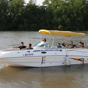 Luxury Mini-Yacht 12 Seat