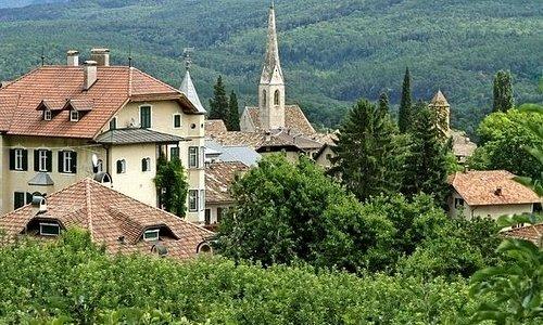 La chiesa al centro del borgo