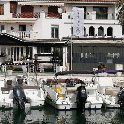 Ven a visitarnos, estamos en el Port d'Aiguadolç en Sitges, descubre todas nuestras embarcaciones en www.ericboats.com