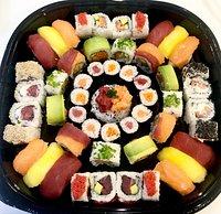 Vaschettone Sushi MISTO Nigiri - Hosomaki - Uramaki - Mini Tartare centrale Salmone e tonno