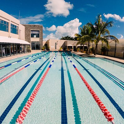 Semi Olympic Pool with Swimming lessons and Aquagym classes.