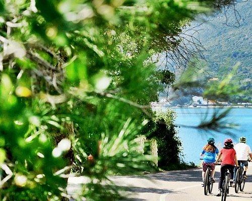 Riding to the picnic, Arrábida Natural Park tour