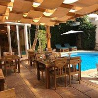 Extérieur du restaurant bord de piscine