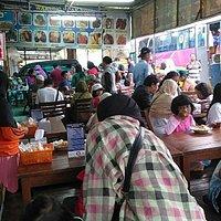 Makan siang di warung cak tono bisa untuk rombongan 08563575436