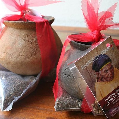 Grow your herbs kit with traditional Sanan Rai (pots) from Atauro