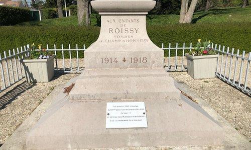 Monument aux Morts de Roissy-en-France : socle