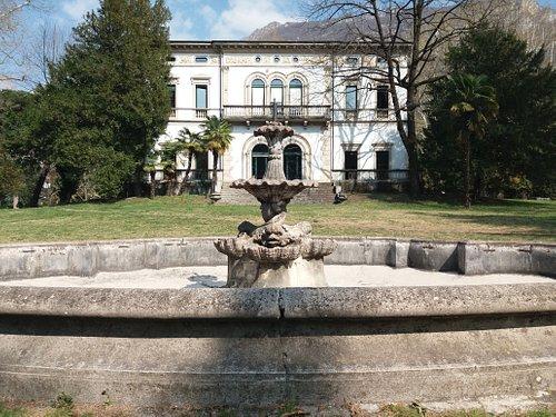 La villa e la fontana