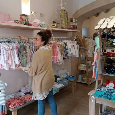 In the same street we have two shops. Once for kids and another with complements, gifts and accessories.