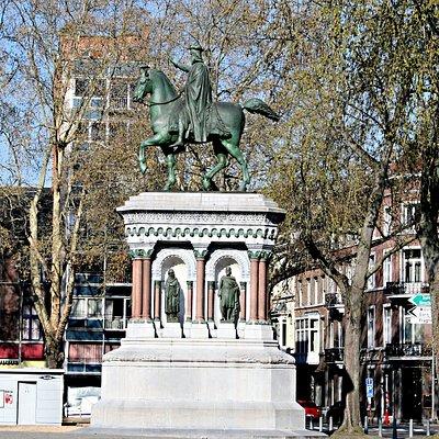 Vue de la statue équestre de Charlemagne