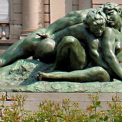 """Vue de la sculpture """"Le Faune Mordu"""""""