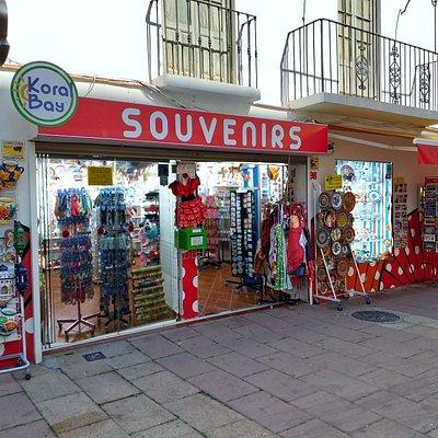 Souvenirs KoralBay, su tienda de cerámica decorativa y regalos en Estepona,