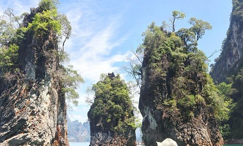 Exploring the stunning Khao Sok National Park in Thailand by boat 💕