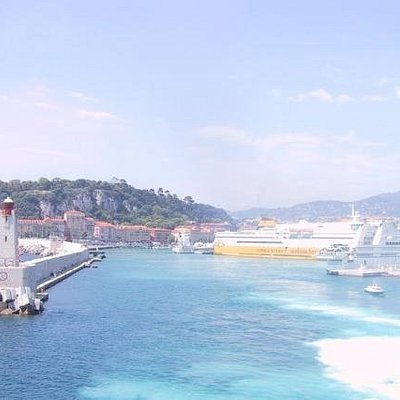 Port Lympia Nice vu du bateau pour un départ vers la Corse