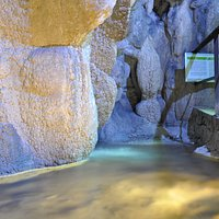La grotta del laghetto, una delle sette grotte di Rescia