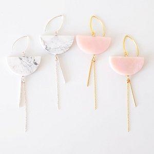 Oorbellen met dolomiet en roze opaal uit onze Exclusive collectie.  Je eigen juwelen leren maken? Zahia is dé referentie op gebied van juwelenworkshops; momenteel hebben we meer dan 10 verschillende workshops in ons aanbod! Meer info en inschrijven op de website.