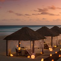 Chic handmade cabanas are transformed into private dining rooms on the beach, where the soft sound of the waves and the dim light of the moon complement every night. Dine in quaint oceanfront Casitas and tantalize your evenings, while dining al fresco in proper Cancun fashion.