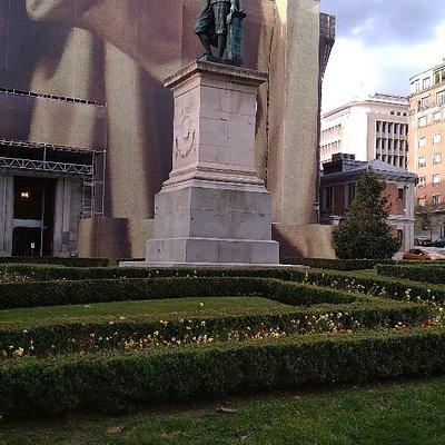 Statue of Murillo in the plaza