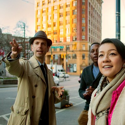 Chief Storyteller Will Woods in action in Victory Square on the Forbidden Vancouver Tour!
