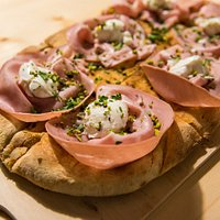 Pizze speciali servite in pala