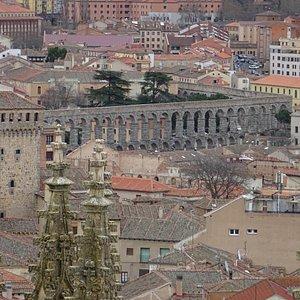 Vista del acueducto desde el campanario.