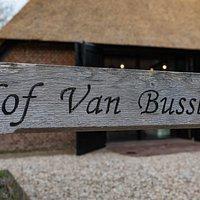 Het Hof van Bussloo bestaat uit een oude verbouwde boerderij uit begin 1900 waar het a la carte restaurant in gevestigd is en een oude schuur uit 1907 die vanaf december 2019 geopend is voor besloten groepen.