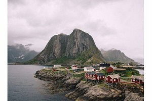 Hamnøy est un petit village de pêcheur dans les Lofoten, c'est aussi un spot très connu par les photographes sur Instagram 😅
