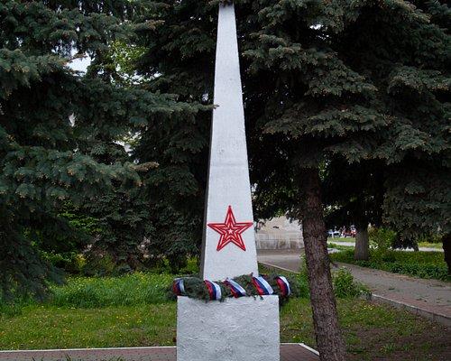 Памятник сотрудникам педучилища