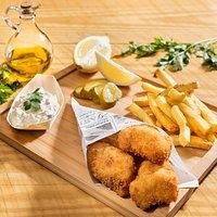 Fish N Xips, nuestro plato estrella, hecha con merluza fresca del día.