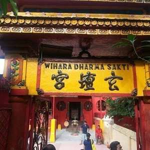 the oldest Vihara in West Jakarta,built since 1650.this place is a witness to the history of Jakarta's community culture.