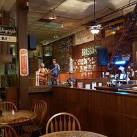 A great place for a casual dinner, beverages, and live music after a show at the Barter Theater.