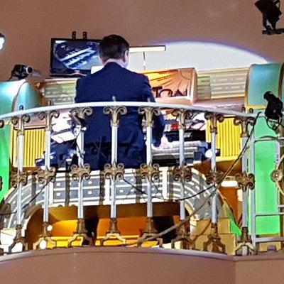 Compton organ playing in beautiful hall