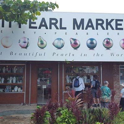 Tahiti Peal Market Entrance