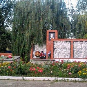 Мемориал славы, воинам освободителям, не вернувшимся с войны. Кучугуры.
