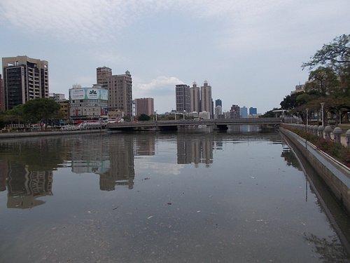 上流より七賢橋を望む