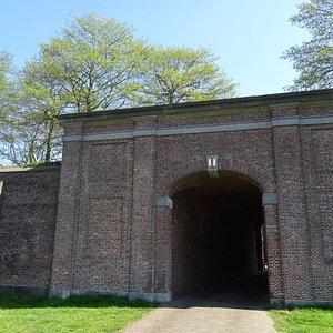 Lange Poort te Brielle;onderdeel van de 17de eeuwse vesting-wal Brielle