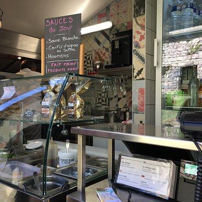 Snack adossé à la boutique Saveurs et Safran