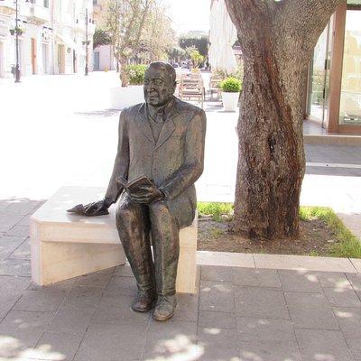 Statua di Gennaro Perrotta