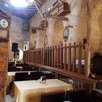 Tarihi yapısı ve restorasyonu muhteşem olmus bir han. Ayrıca güler yüzlü sahipleri ve muhteşem kahvaltısıyla ağırladılar.