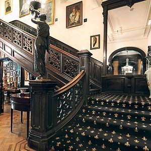 Grand staircase at The National Arts Club