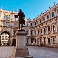 Royal Academy courtyard, statue of Sir Joshua Reynolds