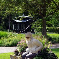 Die Frierende und der Historische Gartenpavillon